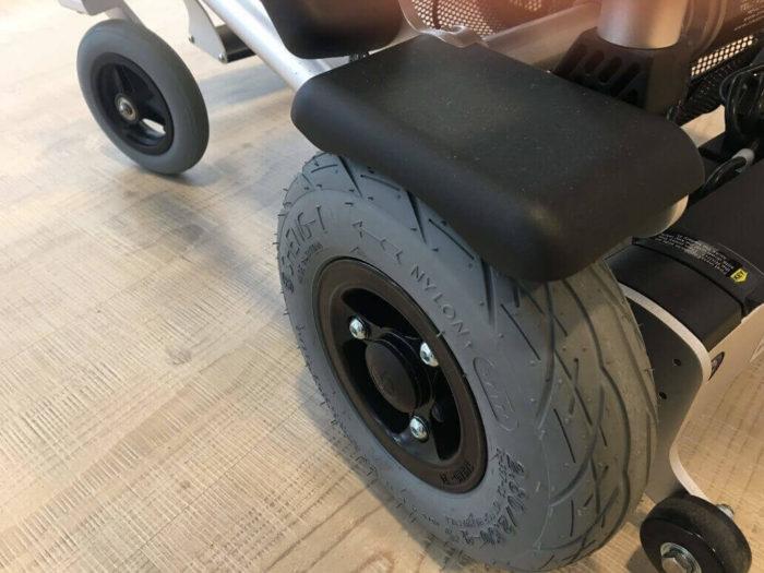 detalle-rueda-sillas-electricas-zinger-classic